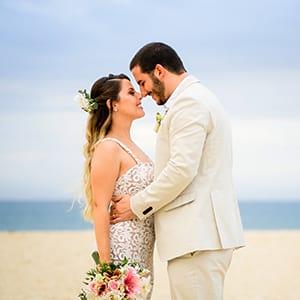 noivos-mini-wedding-casamento-na-praia-pe-na-areia-rj-rio-de-janeiro-recreio-reserva-barra-grumari-niteroi